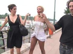 Humillación pública de una puta sexo, impresionante puta es humillado sexualmente en público