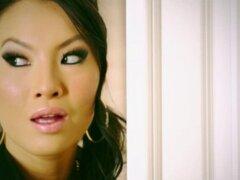 Chica Asiática tetona pulimentar la perilla. Caliente y tetona babe asiático pulimentar la perilla de un tio afortunado