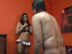 Malvados Beverly Hills tortura a su chico, malvadamente caliente pornstar Beverly Hills domina su chico en este video de fetichismo femdom kinky y pervertido.
