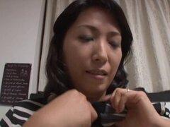 Un poco tímido Kuroki Kanako eventualmente obtiene totalmente desnuda - Kuroki Kanako