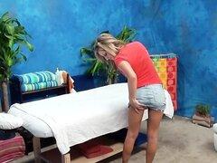 Chica rubia follando hardcore capturados en cámara oculta de masaje sala