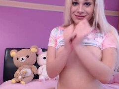 Hermosa rubia camgirl se masturba por vibrador en la webcam. Hermosa adolescente rubia babe muestra su coño y las tetas y se masturba por el vibrador delante de una webcam