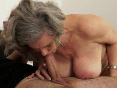 Abuela tetona Aliz obtiene su coño lamido y follado en todos los sentidos