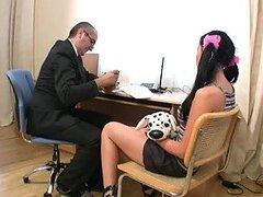 Sexy Secretaria Alina tiene sexo con su jefe mayor