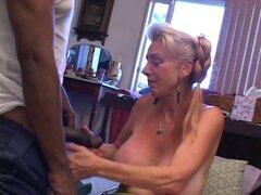 La abuela obtiene creampied por BBC joven