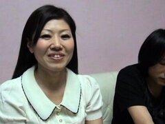 Chica japonesa gorda con tetas grandes disfruta de la weenie duro
