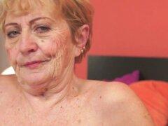 Coño de abuela Chubby golpeado por dick más joven. La abuela Chubby obtiene su coño peludo golpeó por dick más joven