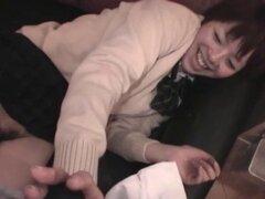Subtitulado masturbandose colegiala japonesa petite y curvas. Petite y voluptuosa colegiala japonesa auténtica fecha compensada donde se le indica a masturbarse con un vibrador antes de que intercambie con subtítulos en inglés