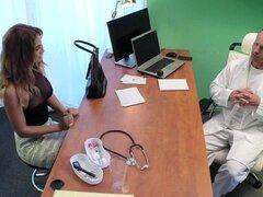 FakeHospital Doctor folla a minx en entrevista de trabajo