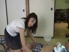 Madre japonesa sometida al cuidado de enfermería