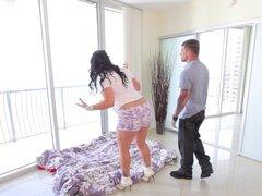 Titted enorme Angelina Castro follada en piso nuevo!