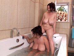 Joanna Bliss y Michelle Monaghan son dos estrellas porno de milf
