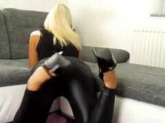 Chica alemana follada con leggings y tacones altos. Una hermosa chica alemana follada por un extraño con leggings y tacones altos