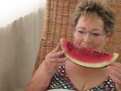 Dos señoras maduras cachondas comiendo Parte1