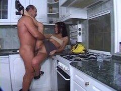 Linda teen follada en la cocina. Linda teen follada en la cocina