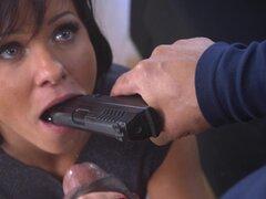 Alysa anal atornillado con gran polla negra aproximadamente en escena interracial - Alysa Gap