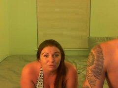 Chubby gf me webcam privado juega, mi novia gordita y me encanta posando para una amiga nuestra en la webcam. Ella parpadea sus tetas grandes y separa las piernas para exponer y masturbarse su coño mojado. Entonces, ella agarra un juguete sexual y se lo f