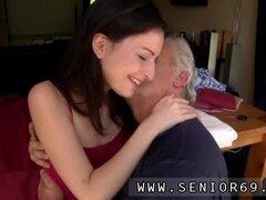 Porno de chica emo sexo adolescentes y viejos Bruce senior cachondo coge delante de un