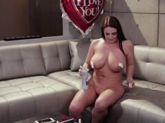 Angela White n Eva Lovia se lame y cubierto de pastel de cumpleaños
