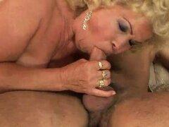 La abuela golpes muy duros