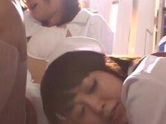 Enfermera asiática sexy obtiene inserción culo áspero, modelo AV japonés esta es jugando a enfermera. Su paciente es un cachondo tio obsesionado con su culo redondo! Ella tiene un amigo con ella en este trío travieso y consiguen acción anal con consolador