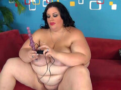 Gorda chica Deserie chupa su vibrador