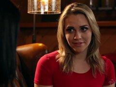 Mia es la rubia mas bella cada vez y ella está lista para las cosas lesbianas - Adriana Chechik, Mia Malkova