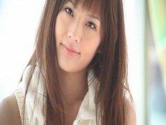 Yui Azusa en Girigiri Gravure Idol. ¡Ídolo de softcore con bella de la actriz AV Yui Azusa video! Es bueno tomar un descanso de todos los golpes normales y humping videos para ver a un desnudo erótico y seductor video de vez en cuando. Definitiva un vídeo
