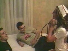 Tres películas con una chica Arabik con coño mojado, Arabian chica caliente culo apretado llevando un traje de la enfermera como ella obtiene doble penetraron en un caliente trío películas porno.