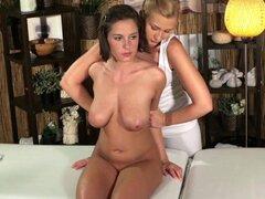 Disfruta de masaje habitaciones jóvenes tetonas lesbianas sexo teen Rubio caliente