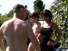 Lilouch es una chica madura que disfruta de una sesión de orgía al aire libre - Lilouch, Zaza La Coquine, Joy Celima, Dina