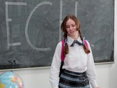 InnocentHigh - tímida colegiala folla a su profesor del discurso